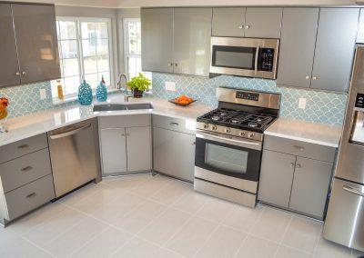 Transitional kitchen, corner sink